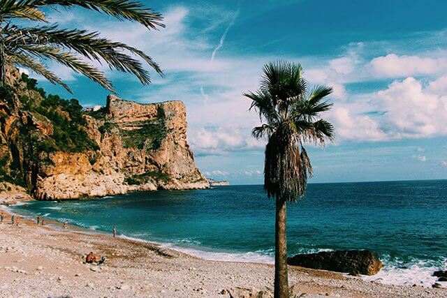 Menorca nabízí klidnější písečné pláže